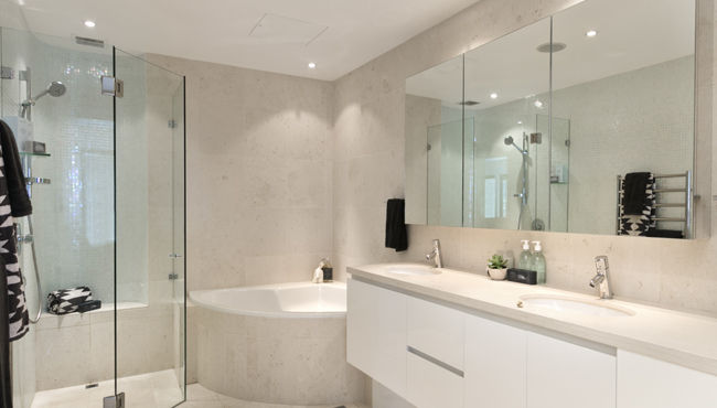 1 Shower screens and mirrors