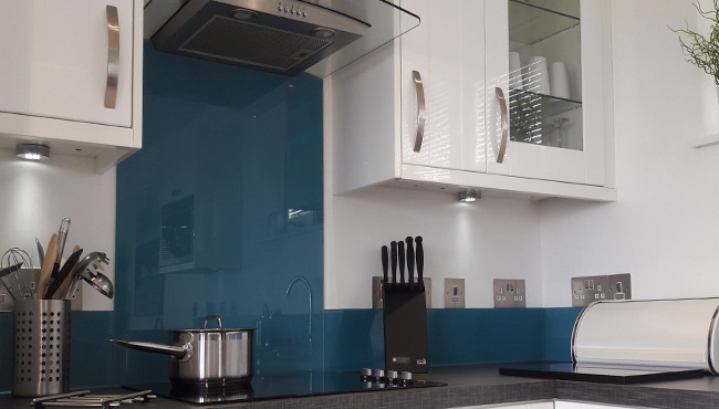 6 Coloured glass splashback